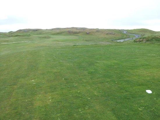 Connemara Championship Links: Par 4 1st, dog leg left