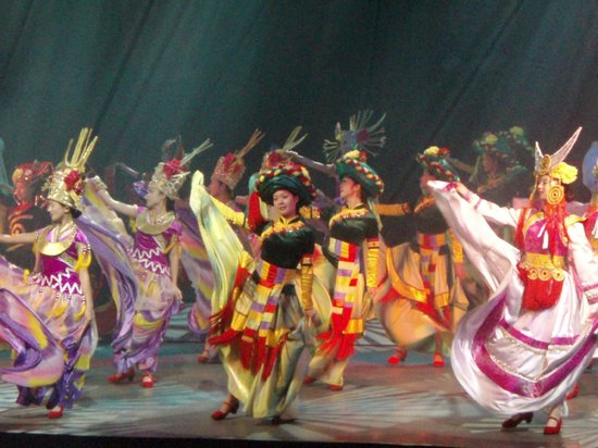 Yunan County, Kina: Dance by Ethinic Minority People