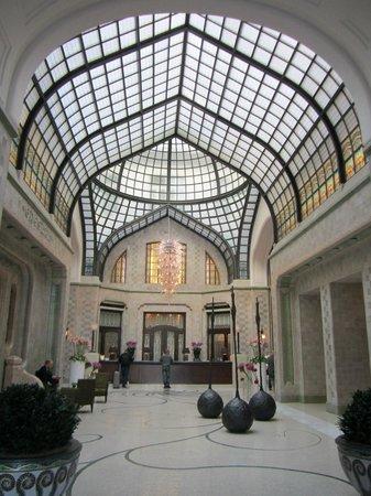 Four Seasons Hotel Gresham Palace : Lobby