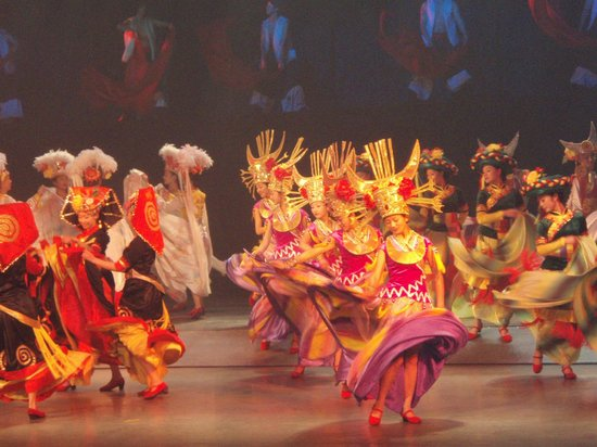 Yunan County, จีน: Dance by Ethinic Minority People