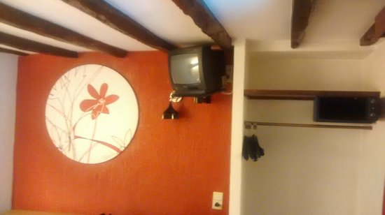 Van Belle Hotel: old tv