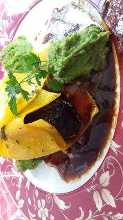 Cuochi per Caso: Geschmorte Ochsenbäckchen mit Erbsenpüree Soße und offener Ravioli ein Genuss