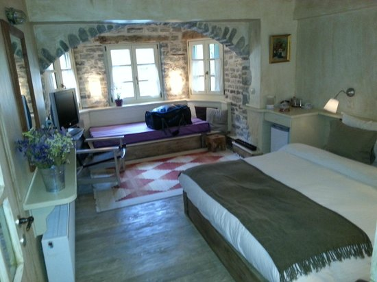 Papaevangelou Hotel: a typical room