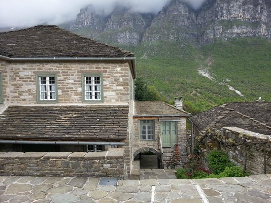 Papaevangelou Hotel: view of the hotel and the nature around it
