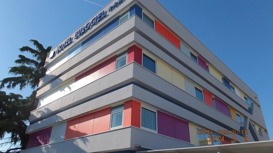 Best Western Eurociel Centre: Hotel from sun deck.