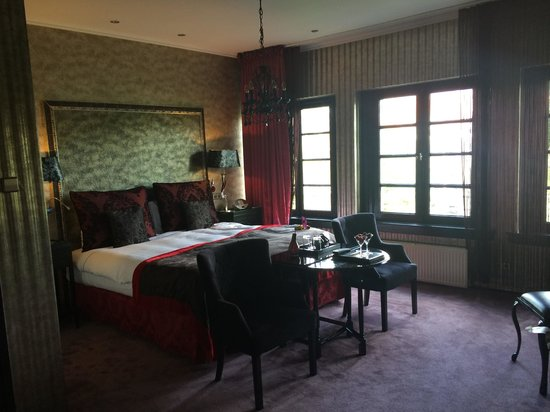 The Toren : Canal view Deluxe room