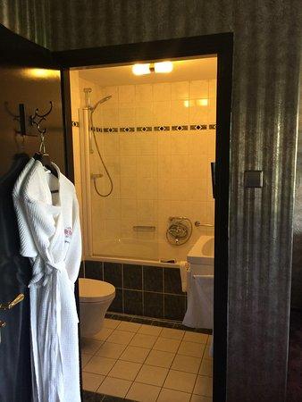 The Toren : Small bathroom