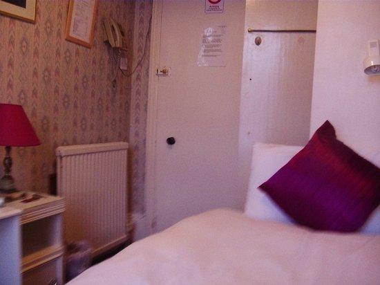 Dawson House Hotel: Single room