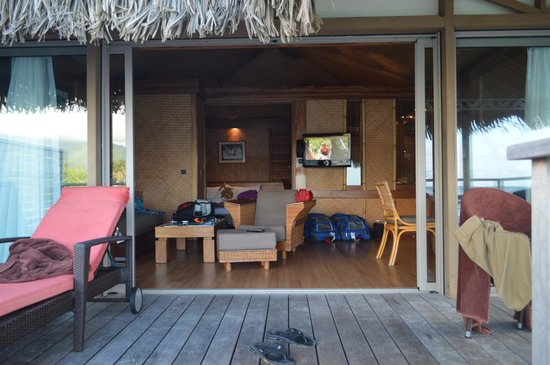 InterContinental Moorea Resort & Spa : Taken from the deck... excuse the mess