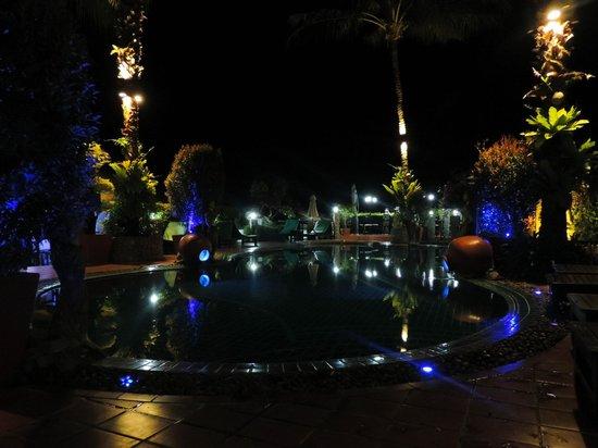 Boomerang Village Resort : Pool at night