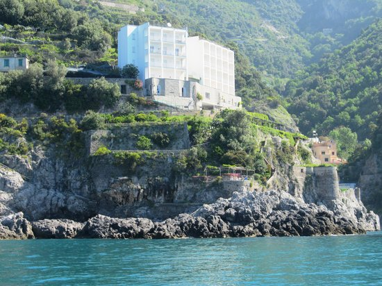 Residence Due Torri: View of the hotel from the water