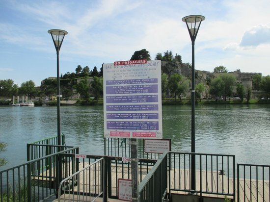 Ile de la Barthelasse : Look for these signs to take the free ferry across the Rhone