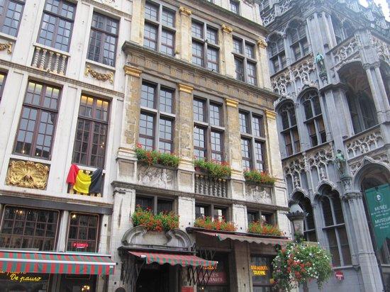 Town Hall (Hotel de Ville) : ратуша