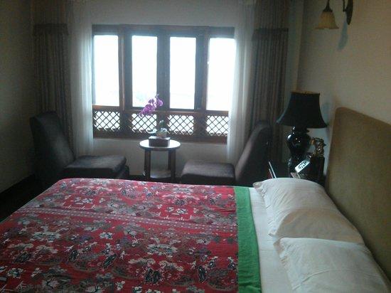 Red Wall Garden Hotel: Room