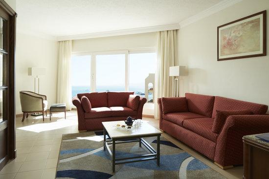 Hurghada Marriott Beach Resort : Venus suite separate living area appointed for your comfort