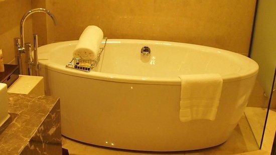 Pullman Shanghai South: tub