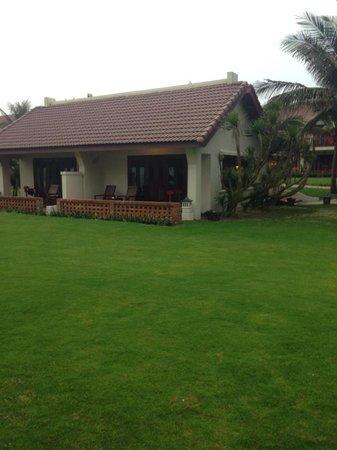 Palm Garden Beach Resort & Spa: Beachside bungalow. Brilliant