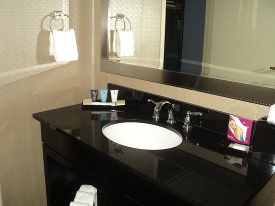 Crowne Plaza Hotel Kansas City Downtown: Sink