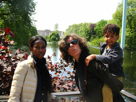 Swan Guest House LONDON - HEATHROW: in front of Buckinham Palace