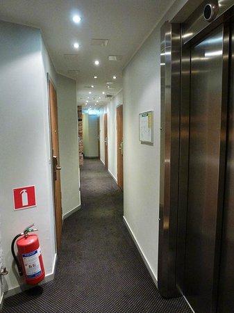 Hotel Hellsten: Corridor