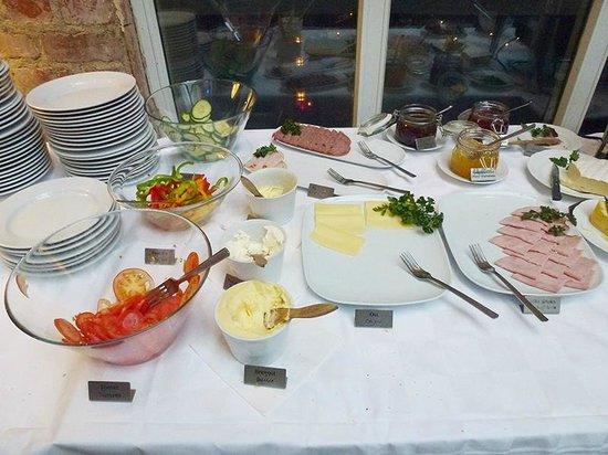Hotel Hellsten : Breakfast buffet