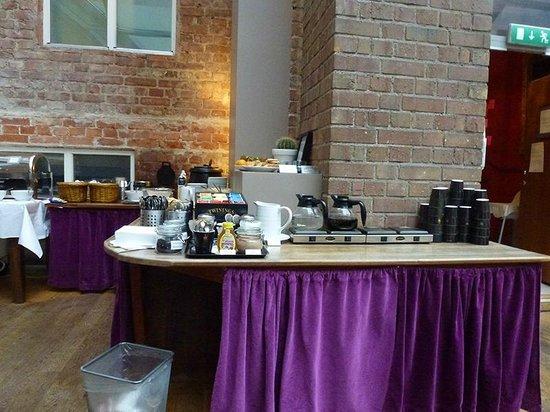 Hotel Hellsten: Breakfast buffet