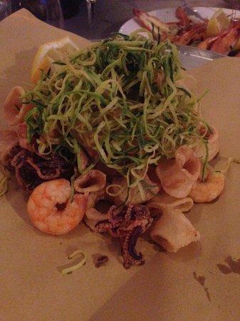 Ittico: Il frittino di calamari e gamberi con julienne di zucchine
