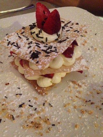 Ittico: Pasta sfoglia con la crema pasticcera e fragole