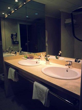 Ayre Hotel Astoria Palace : salle de bain