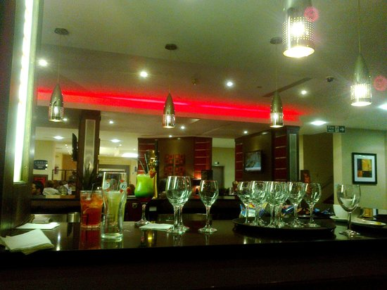 Crowne Plaza London-Gatwick Airport : The bar