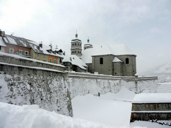 Snowed Inn Chalets : The fort of Briancon