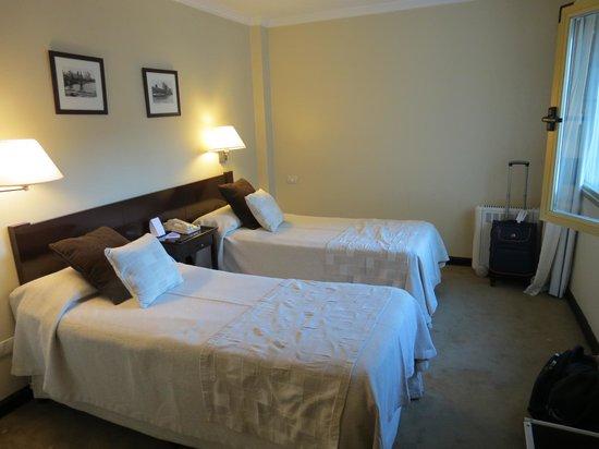 Kenton Palace Hotel: The room