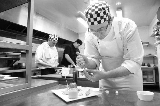 Kilcamb Lodge Hotel & Restaurant : Chef at work