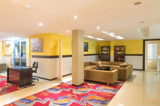 Best Western Premier Accra Airport Hotel: Library lobby