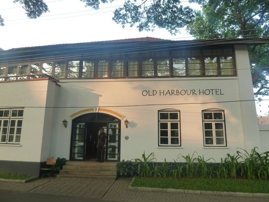 Old Harbour Hotel : Façade