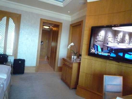 Emirates Palace: View of Entrance of Guest-room