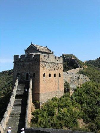 Jinshanling Great Wall: 明代の茶色の煉瓦の残る金山嶺長城
