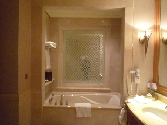 Emirates Palace: Another view of Bathroom