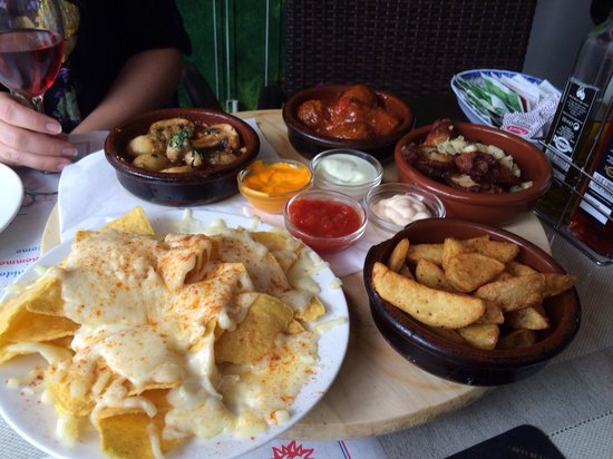 La Sangria: Beautiful tapas!! 25euros for five dishes (of your choice) and half a bottle of wine