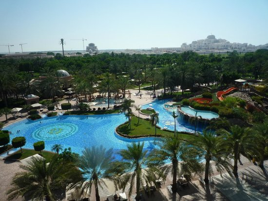 Emirates Palace: THe view of Sprawling Swimming Pool from the Verrandah ( Balcony) of Guest Room