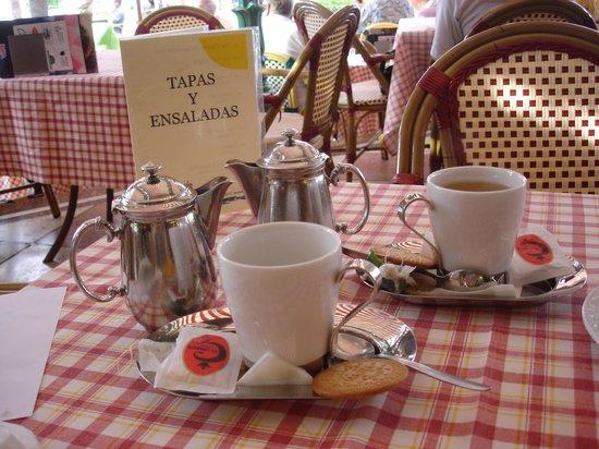 H10 Tenerife Playa : Tea at the Cafe de Paris