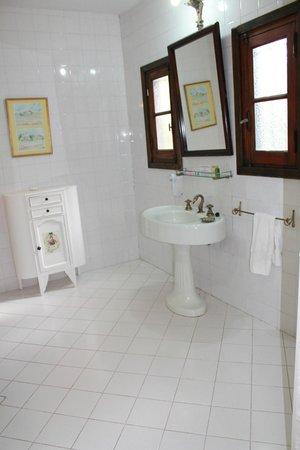 Estancia Monte Viejo: baño