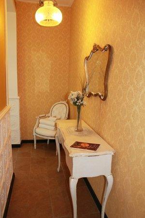 Estancia Monte Viejo: pasillo hacia el baño