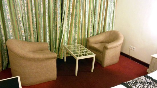 Abad Copper Castle Hill Valley Resort : Sofa in room