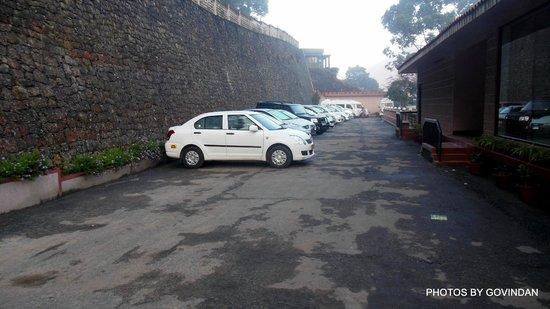 Abad Copper Castle Hill Valley Resort : Parking