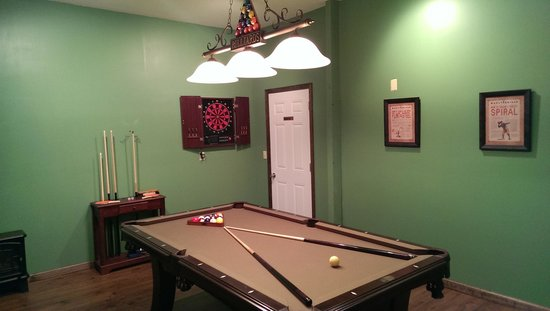 Sky Harbor Resort: Game room