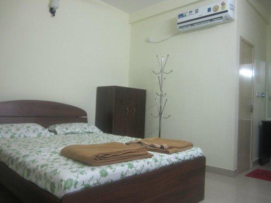 Palm Grove Service Villa: room