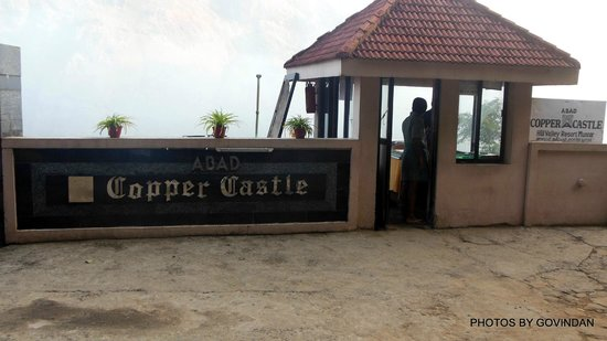 Abad Copper Castle Hill Valley Resort: Entry gate