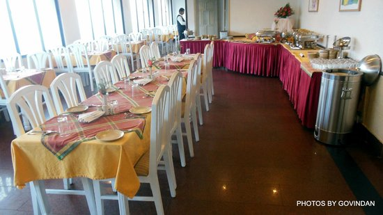 Abad Copper Castle Hill Valley Resort : Dining