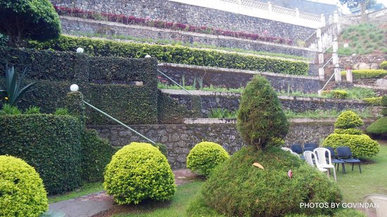 Abad Copper Castle Hill Valley Resort : Garden view